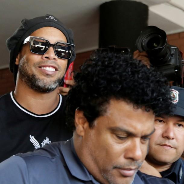 El divertido video de Ronaldinho para la familia de su nuevo amigo en la cárcel de Paraguay