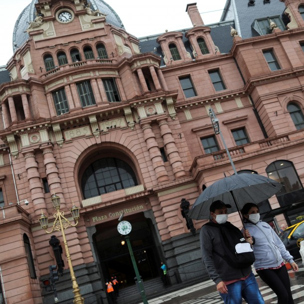 ¿Qué busca Argentina con la postergación del pago de su deuda local?