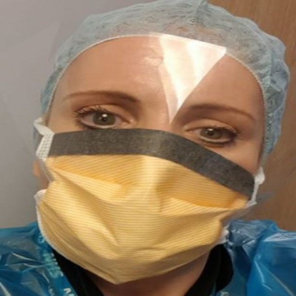 Enfermera británica reconoce a seres queridos fallecidos mientras los trasladaba a la morgue