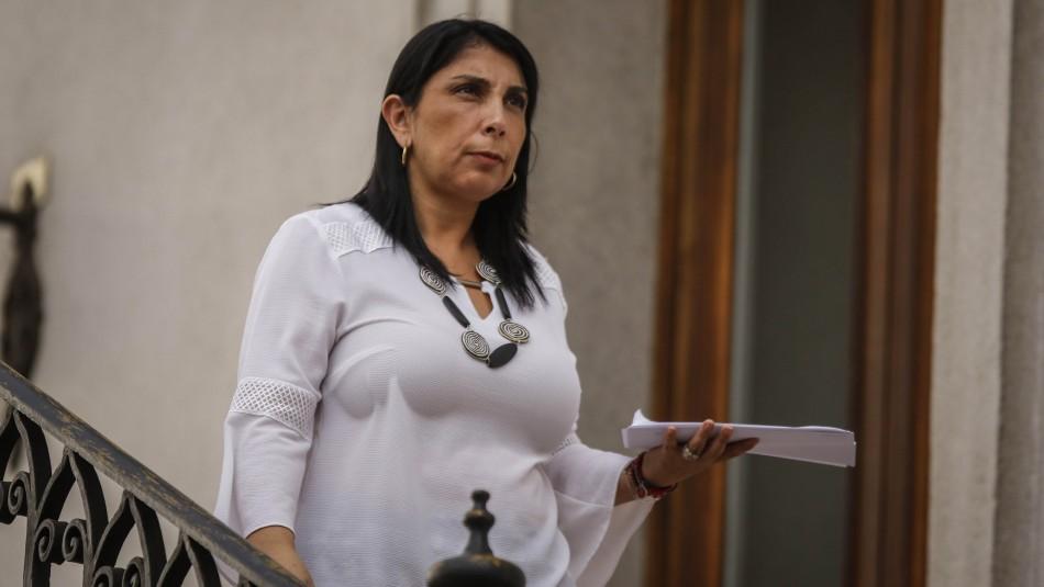 Escolta de ministra Karla Rubilar frustra encerrona a auto que la antecedía