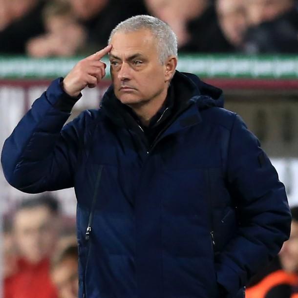 Mourinho es captado entrenando con jugadores del Tottenham en plena pandemia