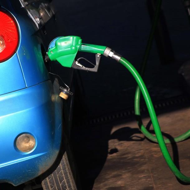 ENAP informa una baja de $6 por litro de todos los combustibles desde este jueves