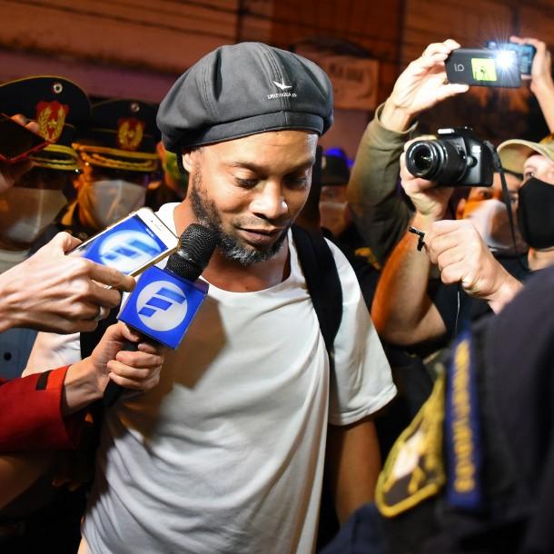 Locura por lograr una reserva en exclusivo hotel donde Ronadinho cumplirá prisión preventiva