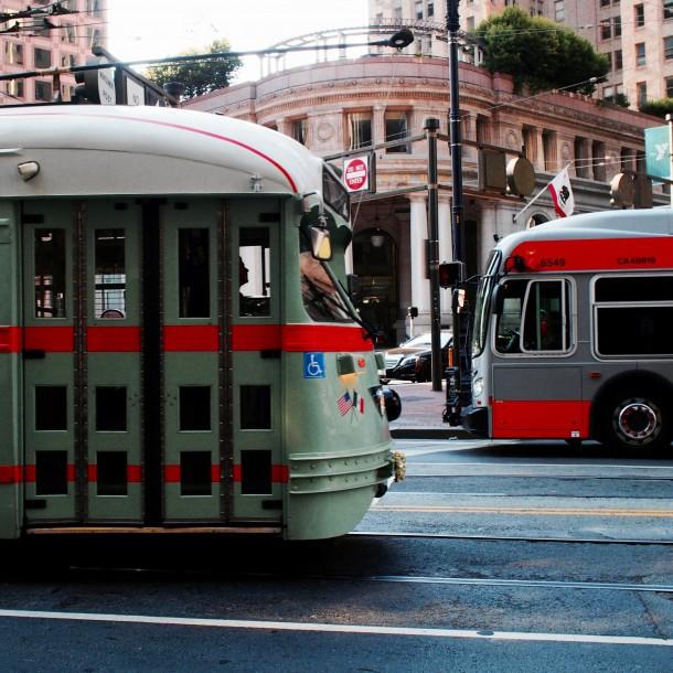 Multan a mujer italiana que dio paseo de 4 horas en bus por aburrimiento ante cuarentena