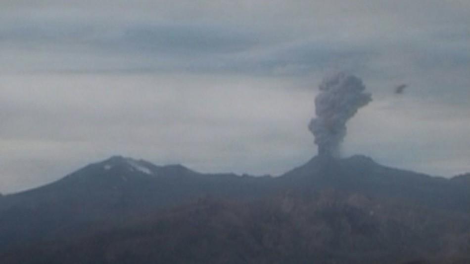Sernageomin reporta explosión y emisión de gases desde complejo volcánico Nevados de Chillán