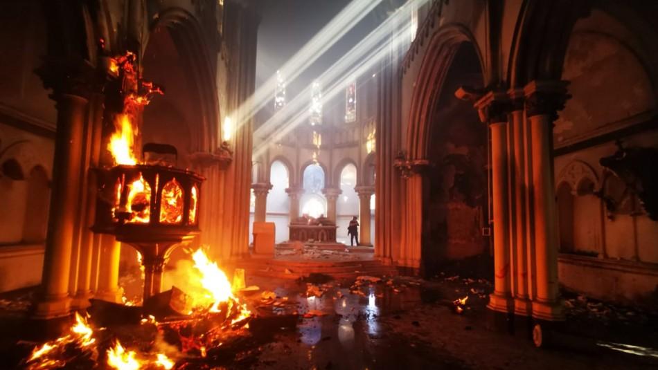 General Mario Rozas visita iglesia institucional de Carabineros tras ser incendiada