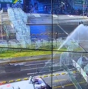 Suspenden tránsito en la Alameda y se cierra estación Universidad de Chile por manifestaciones