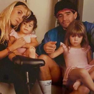 Los conmovedores mensajes de las hijas de Diego Maradona: así lo felicitaron por sus 60 años