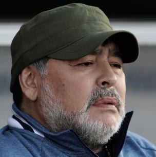 Murió Maradona, el astro de fútbol que gambeteó la vida