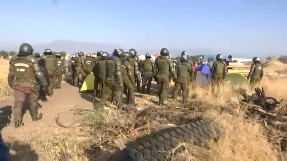 Desalojan a 200 familias de una de las tomas ilegales en la comuna de Renca