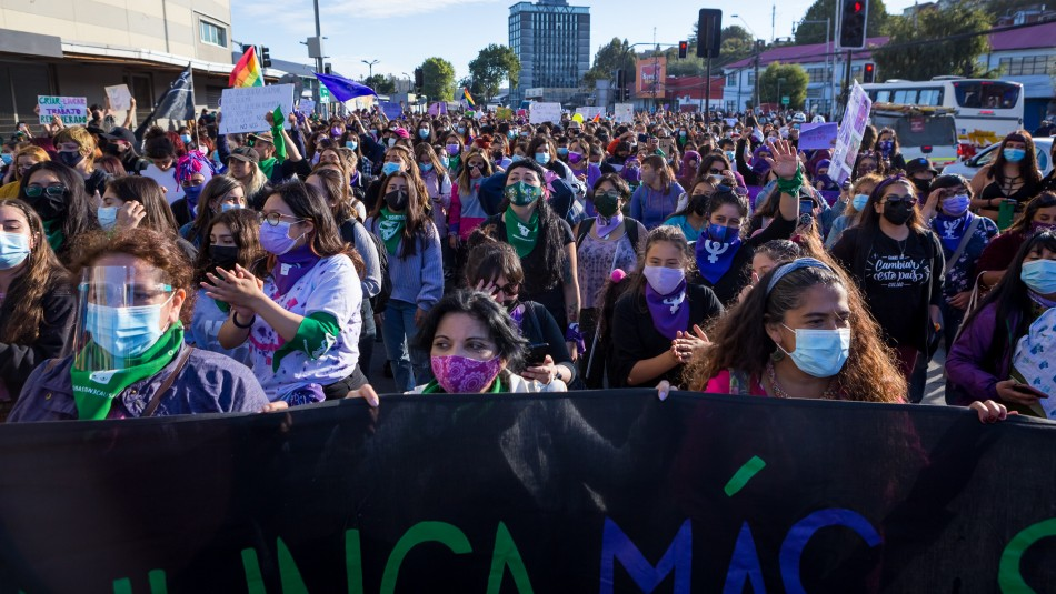 8M: Miles de mujeres se manifestaron en todo Chile sin mayores incidentes