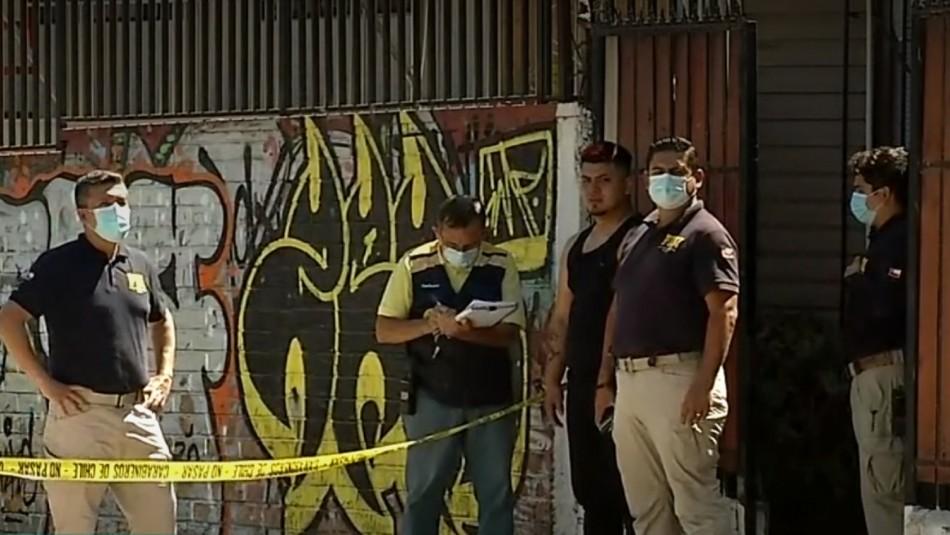 Mujer muere baleada en Maipú.