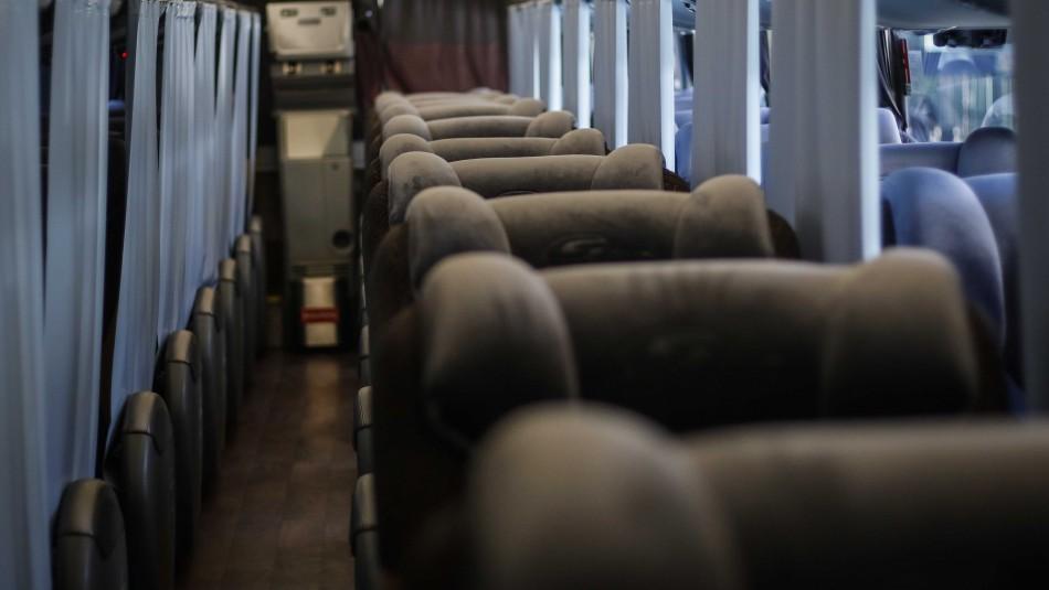 Joven dormía en su asiento y habría sido abusada por un pasajero durante un viaje