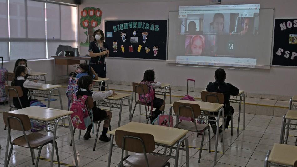 31 colegios en clases presenciales afectados por coronavirus.