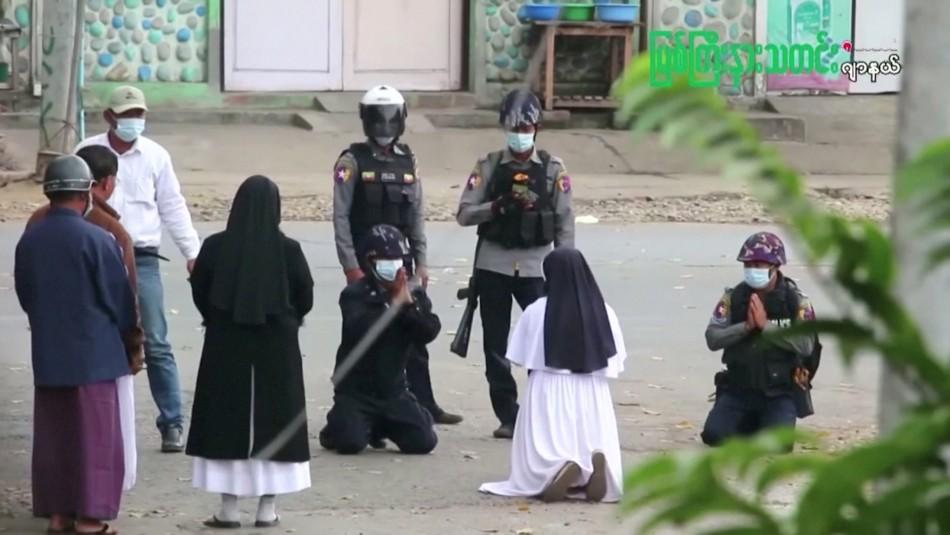 El emblemático gesto de monja en Birmania.