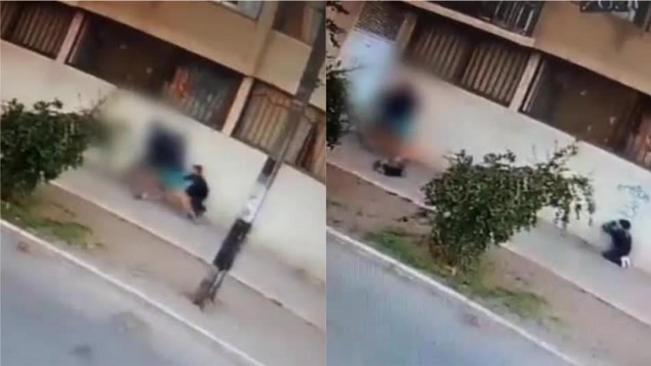 Violenta agresión: Mujer que caminaba junto a su hijo fue asaltada en el centro de Santiago