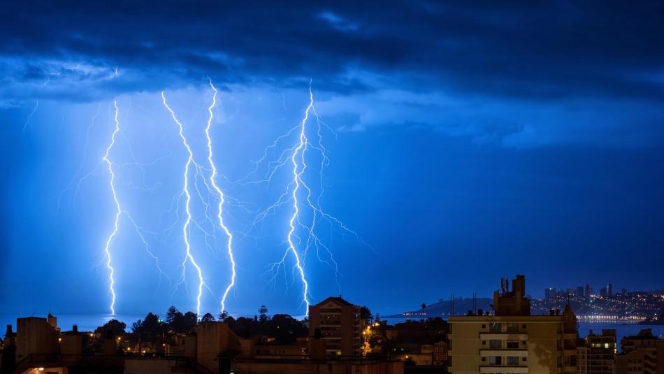 Meteorología emite aviso por probables tormentas eléctricas en tres regiones del país