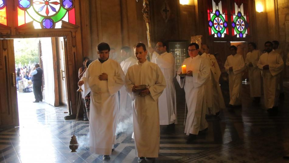 Con aforo y permisos: Gobierno cede ante la Iglesia y permite las misas con fieles en Fase 2