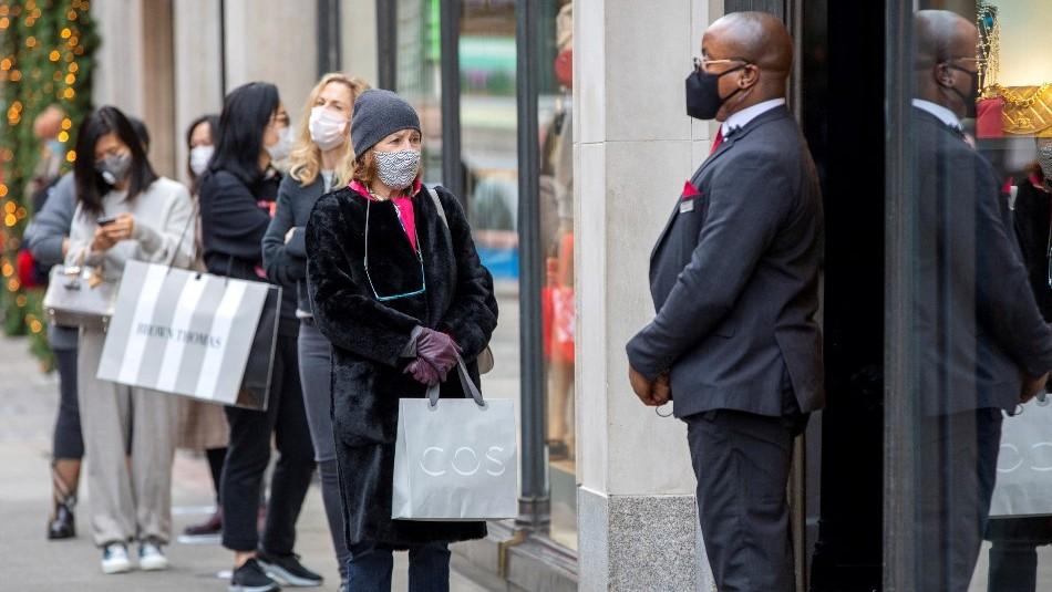 Estados Unidos considera reducir a solo un metro la distancia social por el Covid