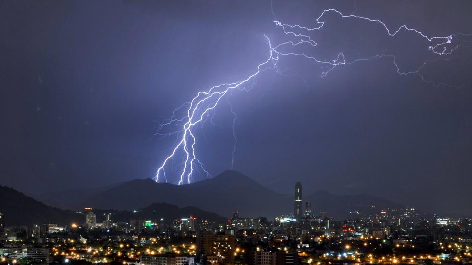 Declaran Alerta Temprana Preventiva para 10 comunas de la RM por tormentas eléctricas