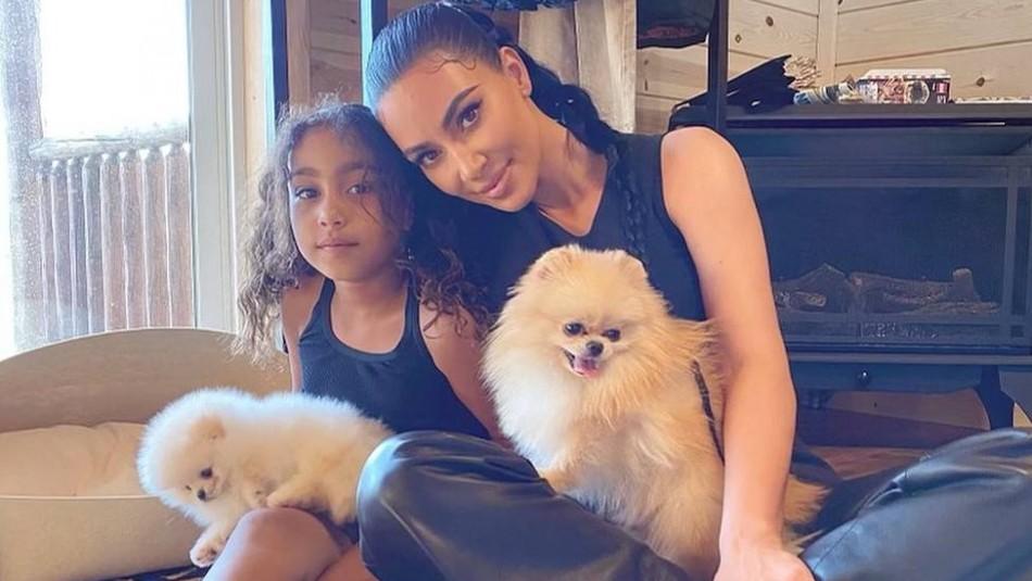 Kim Kardashian sorprende al compartir una tierna foto del nuevo look de su hija North