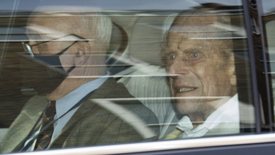 Marido de la reina Isabel II sale del hospital tras problemas cardíacos