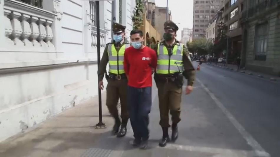 Detienen a hombre que asaltó y agredió a mujer que caminaba con su hijo rumbo al colegio