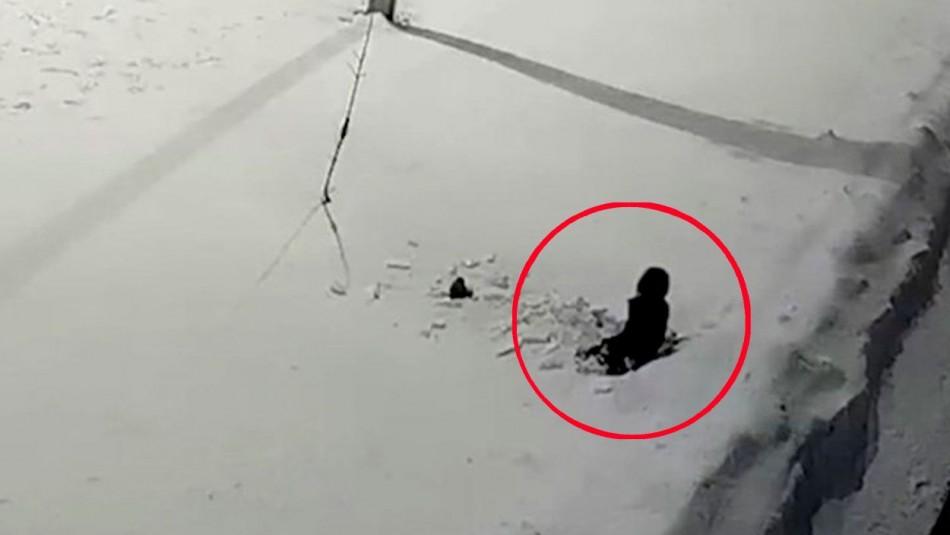 Impactante video: Niño de cinco años sobrevive a caída desde el piso 12