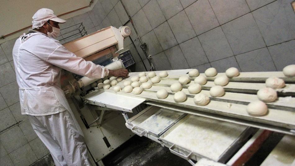 Panaderos y conserjes: Conoce los trabajos considerados como esenciales en cuarentena total