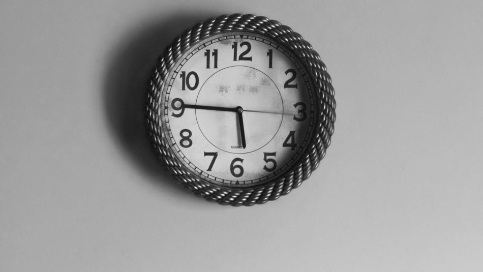 Horario de Invierno: ¿Qué día se debe cambiar la hora en Chile?