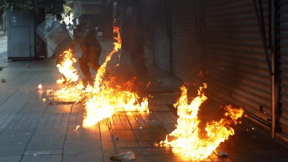 Atacan con bombas molotov comisaría de Carabineros en Bajos de Mena