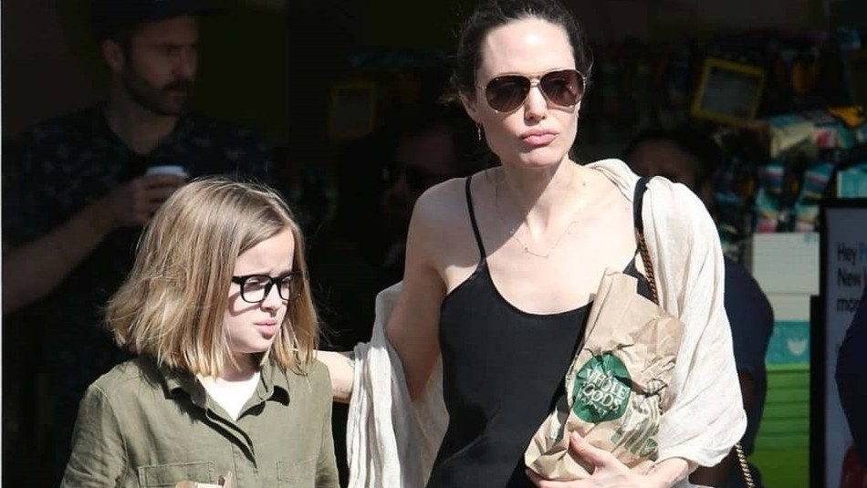 El bolso de 4.700 dólares de Angelina Jolie que lució para salir de compras con su hija Vivienne