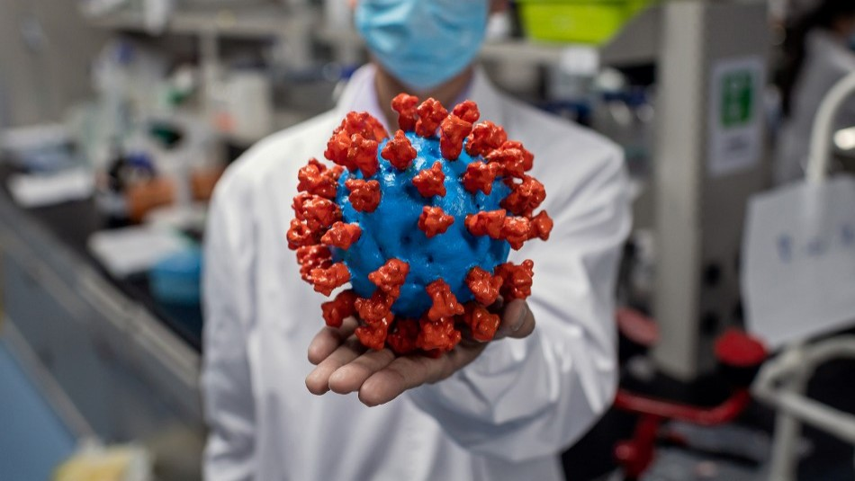 Científicos creen que puede nacer una variante del coronavirus en Chile: