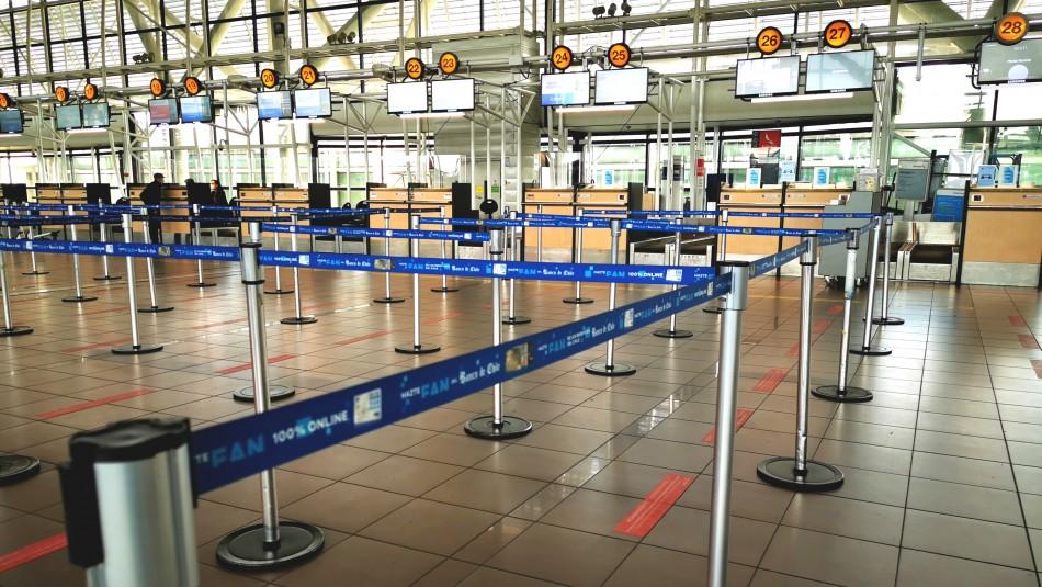 Gobierno restringirá viajes desde y hacia el extranjero al menos por 30 días