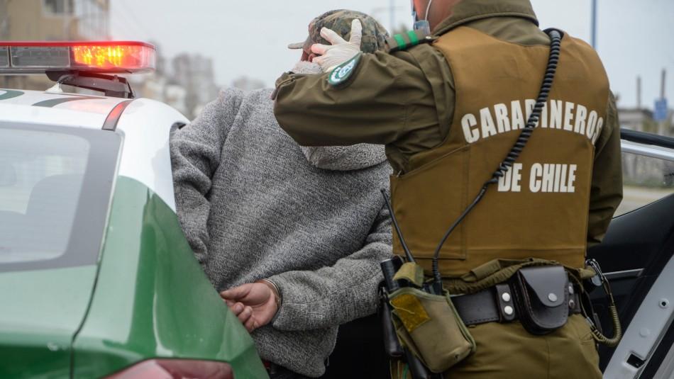 No portaba salvoconducto: Detienen a sujeto que trató de sobornar a Carabineros con $20 mil