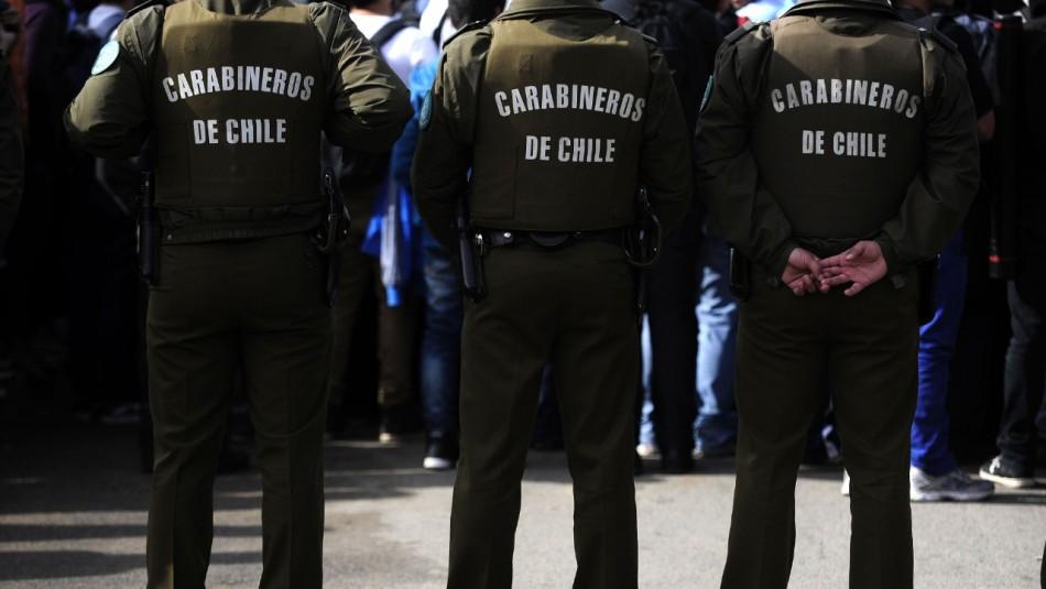 Detienen a tres Carabineros tras ser sorprendidos en fiesta clandestina en un departamento