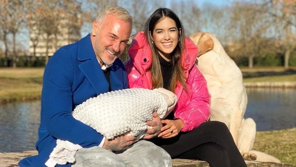 Gianluca Vacchi y Sharon Fonseca se retratan en globo aerostático de lujosa pieza de su hija