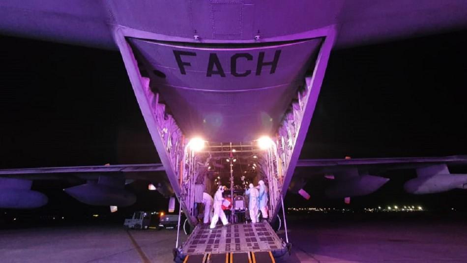 FACh traslada a cuatro pacientes con coronavirus desde Iquique a Santiago
