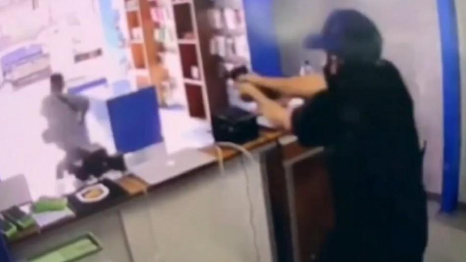 Locatario impide asalto a su tienda en Brasil.